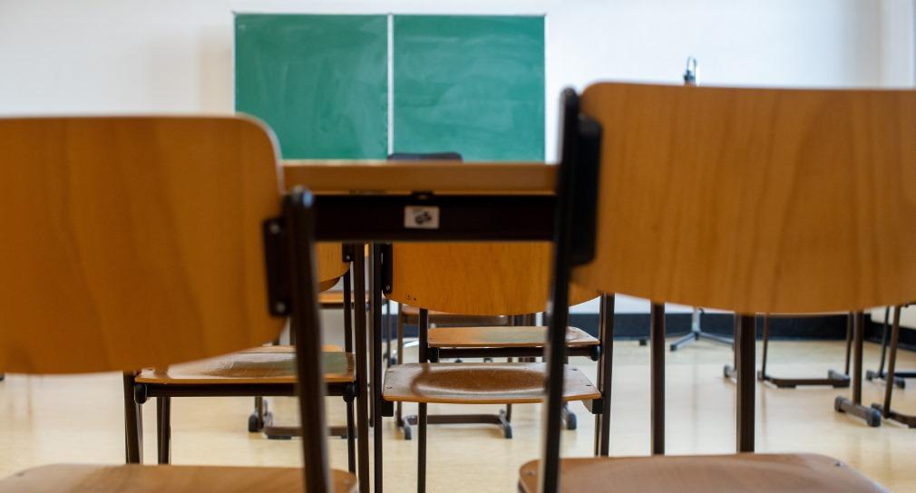 Ein leerer Klassensaal